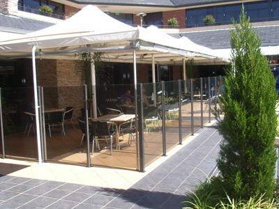 Cafe glass balustrading installation